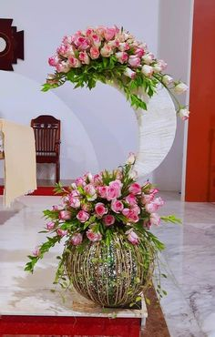 Altar Flowers, Flower Arrangements Simple, Altars, Floral Wreath, Wreaths, Home Decor, Floral Design, Blouses, Floral Crown