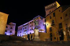 Organiza un flashmob (si os va el baño de multitudes), por ejemplo, en la plaza de Juan Bravo de Segovia