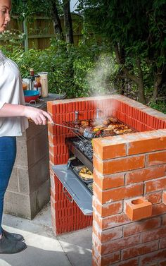 25 Best DIY Backyard Brick Barbecue Ideas – HomeGardenMagz - Everything About The Home Trends Outdoor Kitchen Patio, Outdoor Oven, Outdoor Kitchen Design, Outdoor Cooking, Barbecue Ideas Backyard, Outdoor Barbeque, Fire Pit Grill, Bbq Grill, Fire Pits