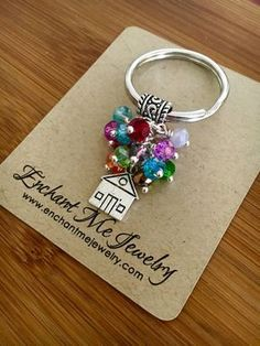 Up inspired keychain-Balloon by EnchantMeJewelry on Etsy Beaded Jewelry Designs, Wire Jewelry, Jewelry Crafts, Jewelery, Handmade Keychains, Diy Keychain, Handmade Jewelry, Bijoux Diy, Key Fobs
