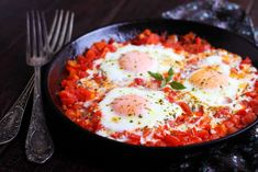 Learn how take this delectable dish of eggs poached in a spiced tomato sauce. Visit Schwartz for Shakshuka recipe! Halloumi, Hummus, Shakshuka Recipes, Israeli Food, Easy One Pot Meals, Mediterranean Dishes, Egg Recipes, Tahini, Bagels