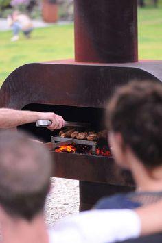 Het Zeno Grillrooster is in elke Zeno tuinhaard te plaatsen. De hoogte is de ideale grill temperatuur. Daarnaast is het rooster zo uit de haard te nemen en op tafel te plaatsen