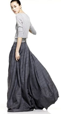 A comfortable way to wear a long skirt in the city.