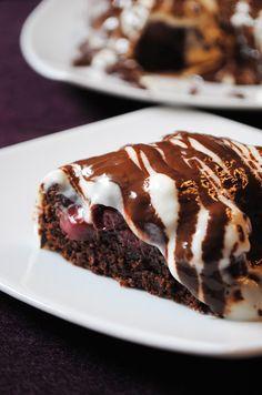 Küchenzaubereien: Kirschkuchen mit Sauerrahm-Schokoladen-Topping