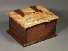 Keepsake box with natural edge lid and wood hinges (made by Doug Stowe) Wooden Box Plans, Custom Wooden Boxes, Small Wooden Boxes, Wooden Jewelry Boxes, Small Boxes, Wood Boxes, Wooden Keepsake Box, Keepsake Boxes, Wooden Hinges