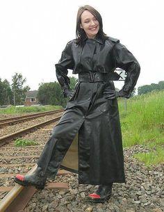 SBR mac and heavy duty rubber boots. Black Raincoat, Raincoat Jacket, Hooded Raincoat, Rubber Raincoats, Raincoats For Women, Jackets For Women, Rain, Film Noir, Boots