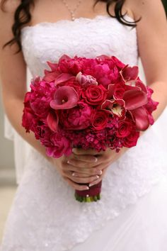 shades of red bridal bouquet. http://www.chrisdiset.com/main.php#!/images/wedding-images/details/40
