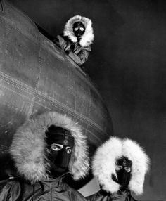 Post with 93 views. Crewmen of a Bomber posing in Arctic equipment, Greenland, by Margaret Bourke-White, 1951 × Margaret Bourke White, August Sander, Green And Grey, Black And White, History Of Photography, Classic Photography, Flash Photography, People Photography, White Photography