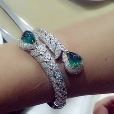 Spotted : One of our customers wearing Emerald Bangle which we made many years ago, it still give classic , elegant look and never out of date. #emerald #bangle #richgems #classic #diamond #jewelry