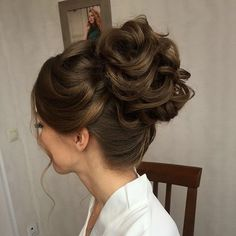 Beautiful wedding updo hairstyle for romantic brides - Wedding Hairstyle pictures. Get inspired by this low updo wedding hair gorgeous styles