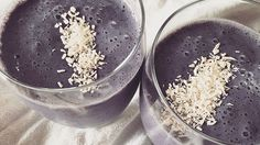 Wild Blueberry Vanilla Matcha Smoothie Recipe by Ginger Hultin of Champagne Nutrition Yummy Smoothies, Breakfast Smoothies, Breakfast Time, Smoothie Recipes, Matcha Smoothie, Smoothie Packs, Healthy Carbs, Matcha Green Tea Powder, Wild Blueberries