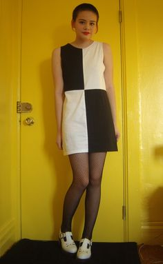 sew t-shirt DIY: How to Turn T-shirts Into a Dress - Rookie - A mod look to make Peggy Moffitt proud. Diy T Shirt Dress, Diy Shirt, Dress Out, Mod Dress, Retro Dress, Diy Clothing, Sewing Clothes, Diy 60s Clothes, Mod Look