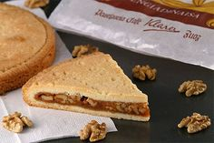 Nusstorte recipe (Swiss dessert) my favourite recipe as of yet Swiss Desserts, Just Desserts, My Favorite Food, Favorite Recipes, Desserts Around The World, Gourmet Bakery, Cookie Box, Organic Matter, Swiss Alps