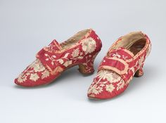 Designation: Shoes  Technique and material: Hand-made of hand woven fabrics in silk and linen, hand embroidered with silk yarn, glued and plugged hælflikk sole of leather.  Manufacturer: Unknown  Produced in: Unknown  Dating: Approx. In 1770  Acquisition: Gift 1879  Identification.: OK 04268