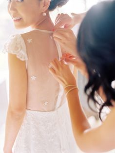 love the illusion back on this gorgeous dress by http://www.alinapizzano.com/  Photography By / wendylaurel.com