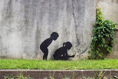 El artista español Pejac, visitó recientemente París, Francia, donde completó un puñado de nuevas obras callejeras.