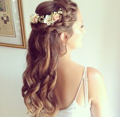 Half up brides hair with fresh flowers