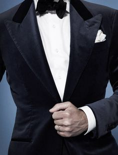Men's Jackets For Every Occasion. Photo by Menswear Market Jackets are a must-have in the cold weather but it can also be used to accessorize an outfit. Mens Tux, Mens Suits, Velvet Dinner Jacket, Smoking, World Of Fashion, Mens Fashion, Black Tie Affair, Suit And Tie, Well Dressed Men