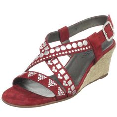 Sweet details on these wedge sandals
