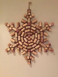 Crafts with corks. Christmas Crafts for kids. Christmas wine cork crafts: 11 christmas diys that'll make you go aww 5 Wine Craft, Wine Cork Crafts, Wine Bottle Crafts, Crafts With Corks, Diy Corks, Champagne Cork Crafts, Champagne Corks, Holiday Crafts, Fun Crafts