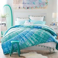 Beach Style Bedroom Ideas - Beach Bedroom Style. This beach cottage bedroom, located on Ideal House, is a best instance of beach style. Heaven as well as white combination, the shiplap wall surfaces, the laid-back ambiance, and also using seashells as well as other sea life as accents are all characteristics of this simple, breezy style. Perfect. #beachstylebedroom #bedroomideas #beachstylebedroomsuite