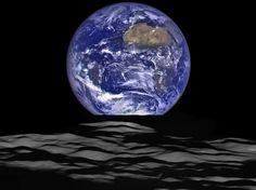 Cette vue de la planète Terre avec la surface de la Lune au premier plan est à couper le souffle. Composé d'une série d'images prise le 12 octobre depuis la sonde spatiale Lunar Reconnaissance Orbiter (LRO) de la Nasa, ce tableau unique a été partagé par l'agence américaine le 18 décembre.  (NASA/Goddard/Arizona State University)24 heures en images