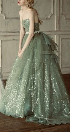Green Prom Dress With Strpless , Fashion Ball Gown Evening Dress - Schön** - Gowns Trendy Dresses, Nice Dresses, Fashion Dresses, White Wedding Dresses, Bridesmaid Dresses, Prom Dresses, Sparkly Dresses, Quinceanera Dresses, Dress Prom