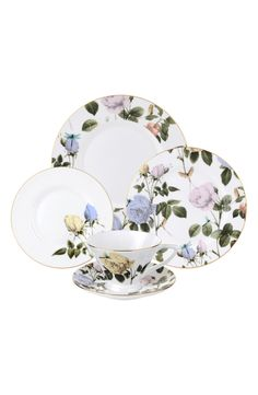 A sweet and delicate floral pattern lends exquisite elegance to this place setting.