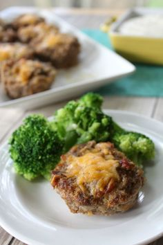 Check out this simple and delicious Bacon Cheeseburger Low Carb Meatloaf - perfect for a fast weeknight meal or for meal prepping for the week!