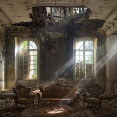 What remains of an old palace, Belgium >> The most mysterious places on the planet that cause silent horror and interesting at the same time Photos) Abandoned Buildings, Abandoned Castles, Abandoned Mansions, Abandoned Places, Ta Prohm, Ivy House, Mysterious Places, Light Beam, Stairway To Heaven