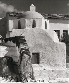 Photo by Herbert List. Island of Mykonos. Herbert List, Mykonos Island, Mykonos Greece, Santorini, Old Time Photos, Old Pictures, Greece History, Myconos, Magnum Photos