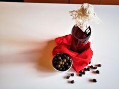 Il Liquore di uva fragola ha una bassa gradazione alcolica, un dolce aroma e un color viola intenso caratterizzante. Le spezie ne completano il gusto.