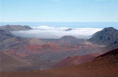 Een uitzicht over de Haleakala (Maui Hawaii) op een hoogte van 3055 meter. Alle kleuren zijn de soorten steen die met de uitbarstingen aan het oppervlak gekomen zijn.