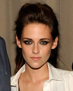 this is some beautifully done makeup. kristen stewart can definitely rock smoky eyes. her half-up hair with high volume is perfect with this look.