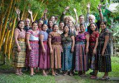 Immersions et cours d'espagnol abordables au Guatemala (Detour Local) -> Le groupe et les enseignants de Casa Santiago à San Pedro la Laguna www.detourlocal.com/cours-espagnol-san-pedro-guatemala/