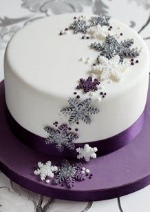 Snowflakes - This silver, white and purple themed Christmas cake is brought to life with the use of edible glitter. : Snowflakes - This silver, white and purple themed Christmas cake is brought to life with the use of edible glitter. Christmas Cake Designs, Christmas Cake Decorations, Christmas Cupcakes, Holiday Cakes, Christmas Desserts, Christmas Treats, Xmas Cakes, Christmas Recipes, Fancy Cakes