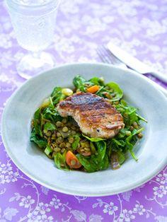 Grillet kotelet med lun linsesalat  Rigtigt god, proteinrig opskrift fra Familie Journals Slankeklub