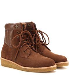 La tendencia de las botas de montaña empezó con la regresión a los noventa y la vuelta del calzado tipo Panama Jack. Este otoño la moda va un paso más allá y se llevan los modelos todavía más bastos;...