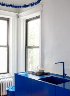 In Harry Nuriev's Brooklyn Apartment, Minimalism Gets a Colorful Spin | Architectural Digest