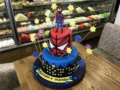 Erkek çocukların bayıldığı Spider-Man temalı Örümcek Adam doğum günü pastası.