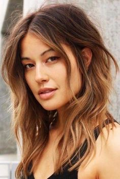Beach Wavy Hairstyles For Brunette Brown Girls ❤️ Are you searching for beach wavy hairstyles for medium length hair ideas? We have a collection of chic beach wavy hairstyles and some styling tricks. Medium Length Hair With Layers, Medium Long Hair, Medium Hair Styles, Curly Hair Styles, Natural Hair Styles, Wavy Haircuts Medium, Beach Hairstyles Medium, Long Curly, Wavy Layers