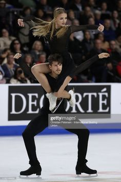 Alexandra Stepanova and Ivan Bukin of Russia perform during ice dance free dance in the ISU Grand Prix of Figure Skating Skate America at the Orleans Arena on October 2019 in Las Vegas, United. Get premium, high resolution news photos at Getty Images Ice Skating, Figure Skating, Figure Ice Skates, Ice Dance, Ice Princess, Dance Costumes, Grand Prix, Wonders Of The World, Russia