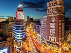 Is one day in Madrid enough to see the city? You'll be amazed at how much of Spain's capital you can see in a single day, especially with this thorough one-day Madrid itinerary. Yes, Madrid in one day. Madrid Hotels, Budapest, Alicante, Madrid Travel, Europe Bucket List, Beautiful Park, Beautiful Places, Portland Maine, Park Photos