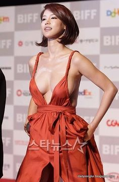 Oh In Hye is a Korean actress. I have never seen Oh In Hye before, but I am posting her photos because of this sexy orange dress. Oh In Hye is a Korean actress. Pretty Korean Girls, Cute Korean, Grecian Goddess, Orange Dress, Asian Woman, Asian Beauty, Celebs, Glamour, Actresses