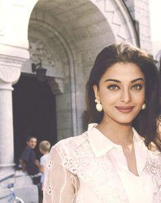 Aishwarya Rai Young, Aishwarya Rai Photo, Actress Aishwarya Rai, Aishwarya Rai Bachchan, Bollywood Girls, Vintage Bollywood, Bollywood Fashion, Bollywood Makeup, Beautiful Bollywood Actress