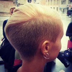 Short hair. Sidecut, undercut by Corbie crew: lotte