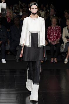 Mode à Paris S/S 2015 ALEXANDER MCQUEEN. See all fashion show at: http://www.bookmoda.com/?p=40174 #modeaparis #spring #summer #ss #fashionweek #catwalk #fashionshow #womansfashion #woman #fashion #style #look #collection #paris #alexandermcqueen