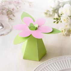 Spring Flowers Wedding Favor Boxes | #exclusivelyweddings | #limewedding