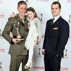 "Armed Forces Day, posta em sua página: ""Some more inspiring imagens from Sun's Military Awards #saluteourforces #henrycavill #rmctf"