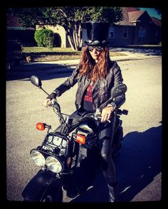 #tbt That Halloween that I dressed up like Slash and rode around on the Ruckus. 🔫 N' 🌹 . . . #slash #gunsnroses #halloween #ruckus #honda #scooter #ride #braap #hair #leather #hardcore #costume #dressup #motogirl #hysterical #guitar #